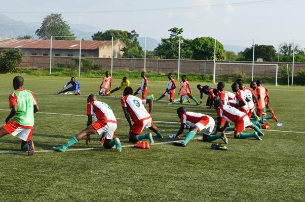 Intamba U20 lors des séances d'entrainement sur la pelouse du CTN